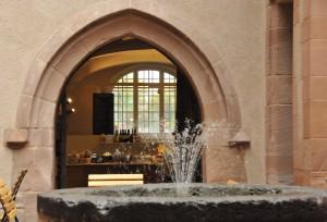 Cafe Rodenstein Blick vom Hof ins Cafe